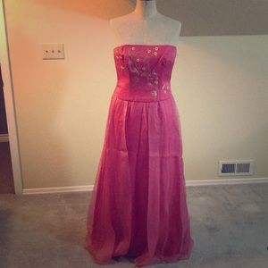 """Gorgeous """"laundry"""" skirt and top from Saks. New."""
